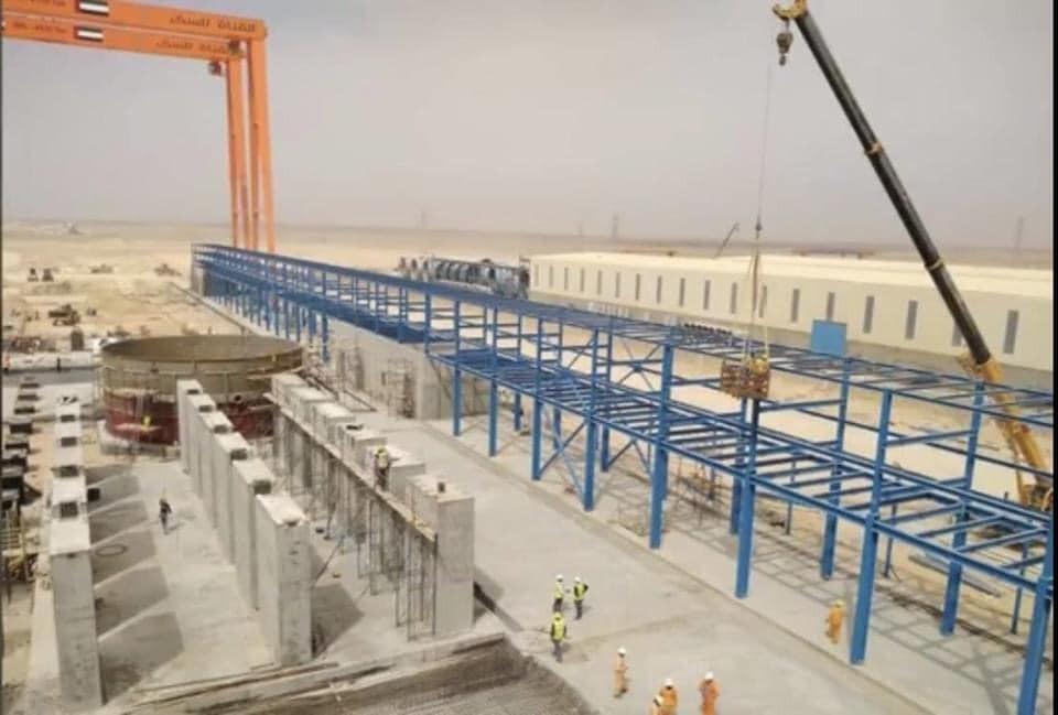 شيدت جمهورية مصر العربية بالتعاون مع دولة الإمارات أكبر مصنع في العالم لانتاج السكر والمقرر أن يتم الانتهاء م